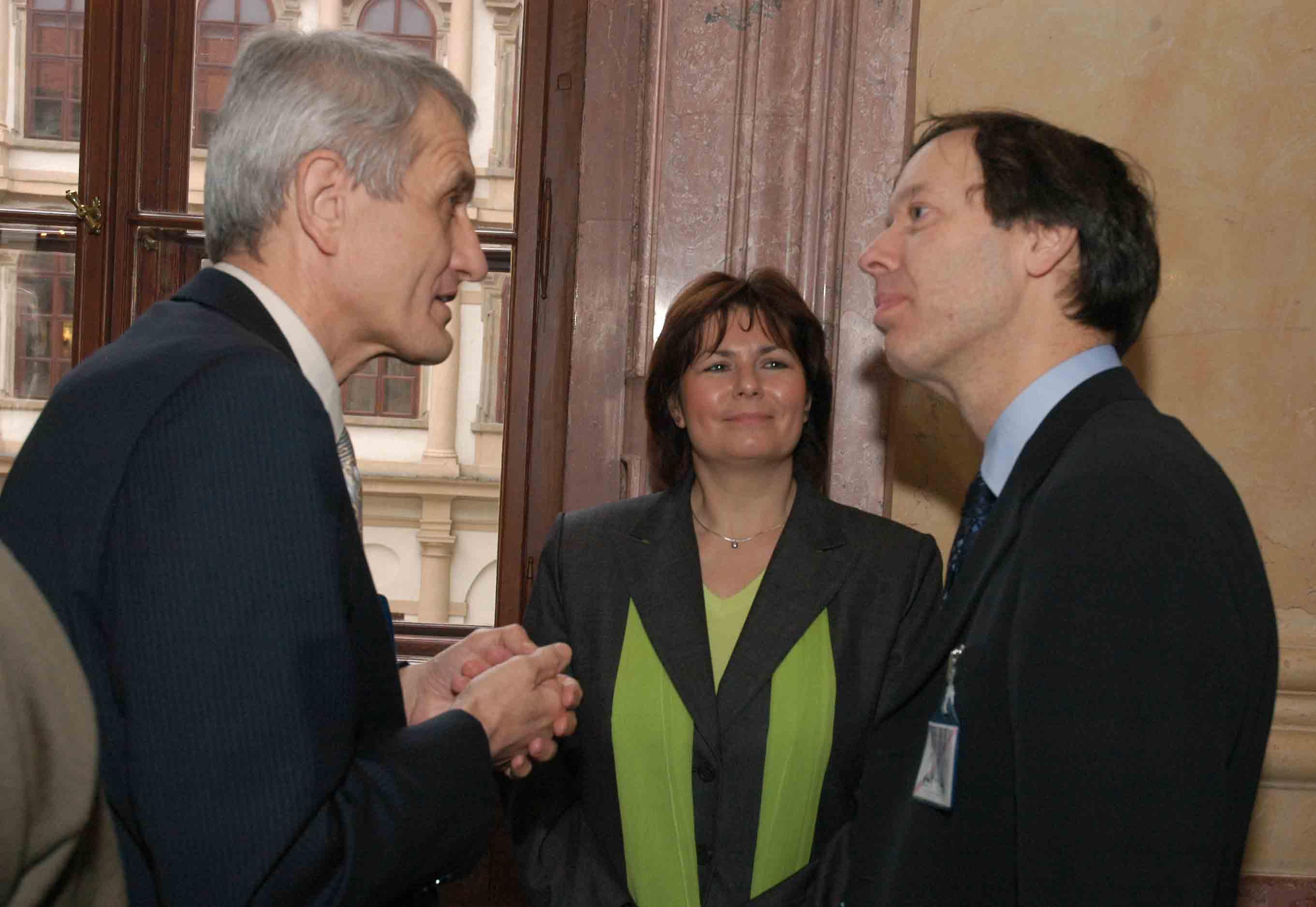 Parlamentní seminář o reformě psychiatrie s evropským koordinátorem WHO Mattem Muijenem a ředitelkou WHO ČR Alenou Šteflovou, Praha 2007