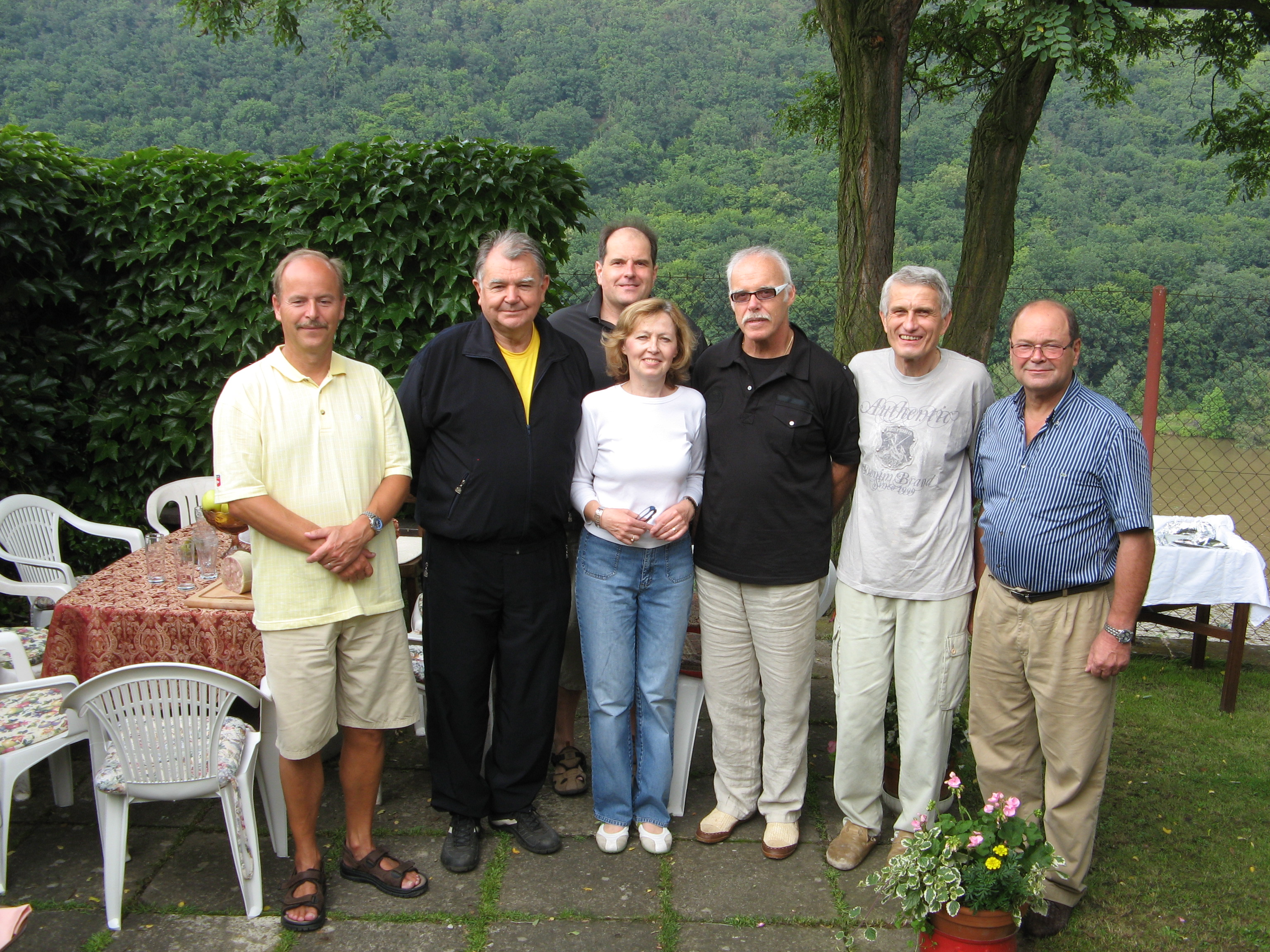 S manželkou a svými přáteli na chatě v Měchenicích po tradiční Profesorské tenisové čtyřhře 2009